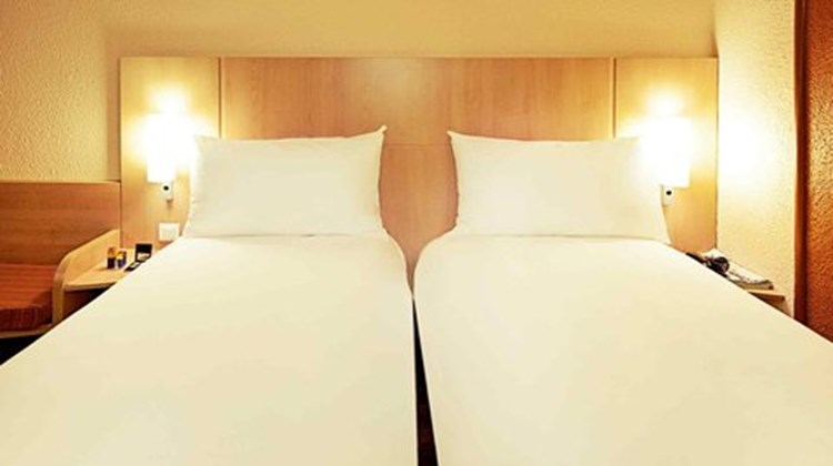Ibis Birmingham Holloway Circus Room