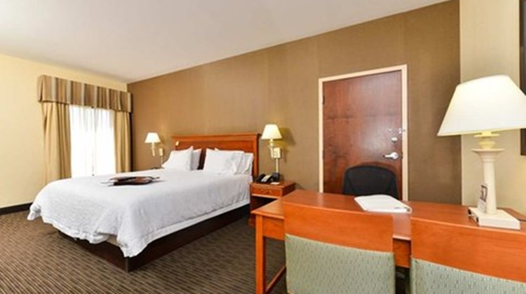 Hampton Inn Linden Suite