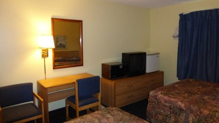 Norwood Inn & Suites Roseville Room