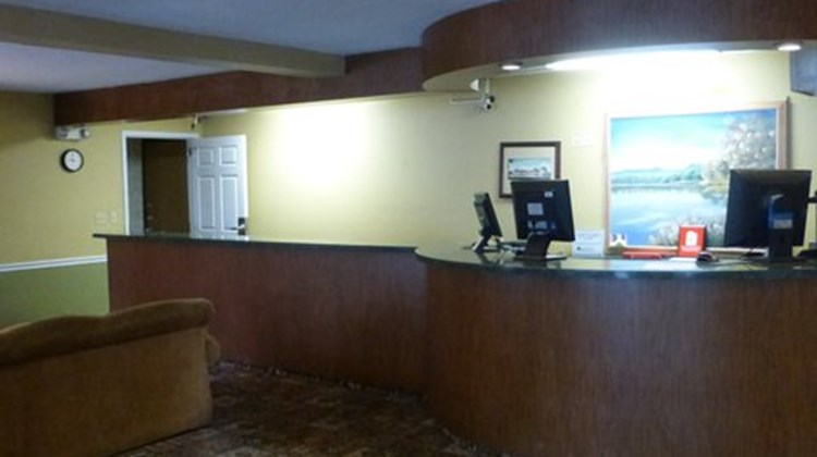 Norwood Inn & Suites Roseville Lobby