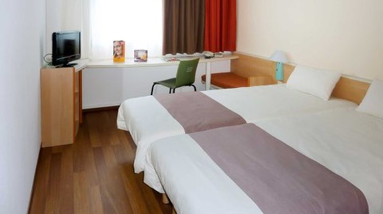 Ibis Frankfurt City West Room
