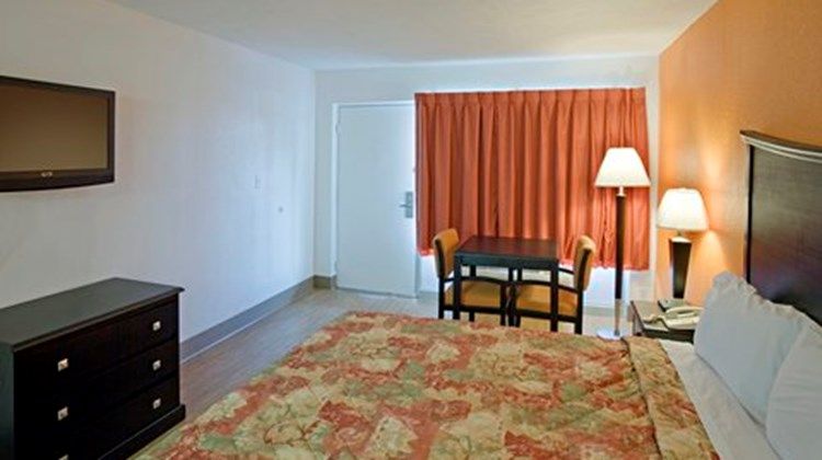 Econo Lodge Metropolis Room