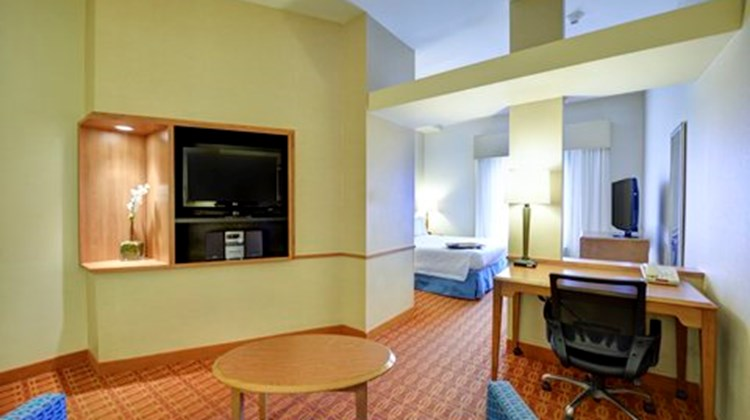 Fairfield Inn & Suites by Marriott Suite