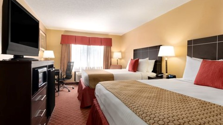 Broadway Inn & Suites Room