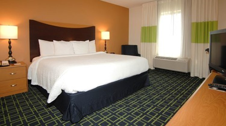 Fairfield Inn & Suites Wichita Downtown Room