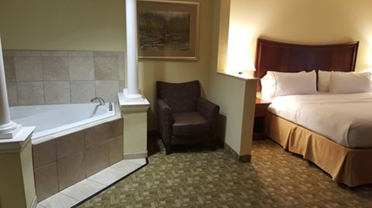 Holiday Inn Express Jacksonville East Suite