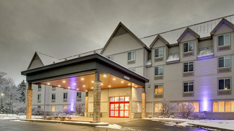Holiday Inn Express Lincoln E White Mtns Exterior