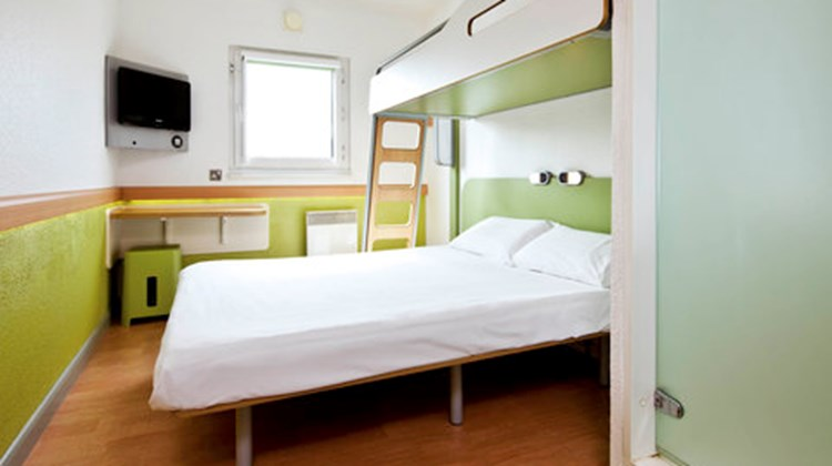Ibis Budget London City Airport Room