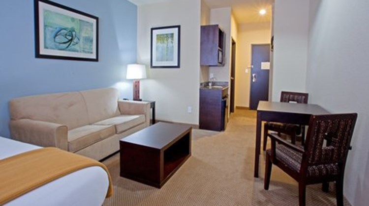Holiday Inn Express & Suites Beaumont NW Suite