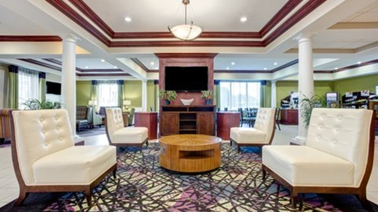 Holiday Inn Express Suites Raceland Lobby