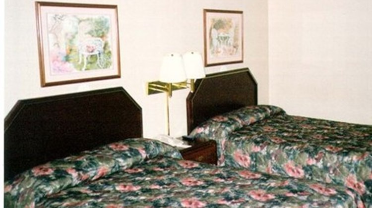 Red Carpet Inn Room