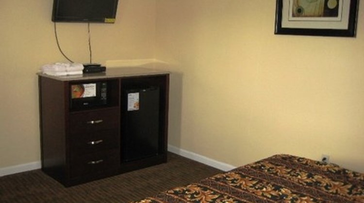 Red Carpet Inn and Suites Wrightstown Room
