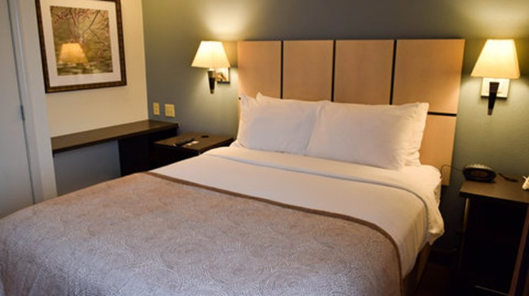 Candlewood Suites-Wichita Airport Room