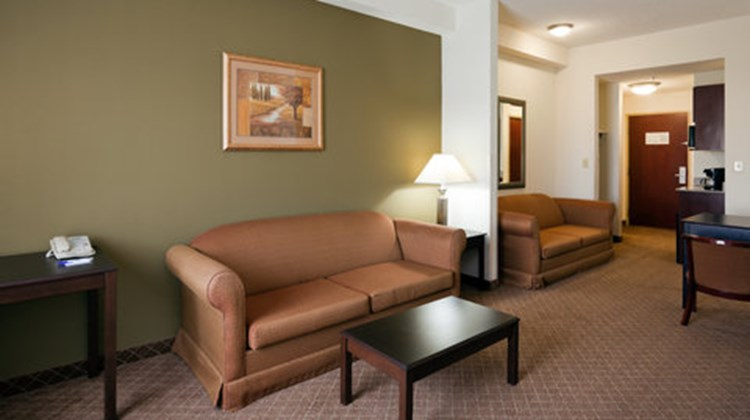 Holiday Inn Express & Suites Gadsden W Suite