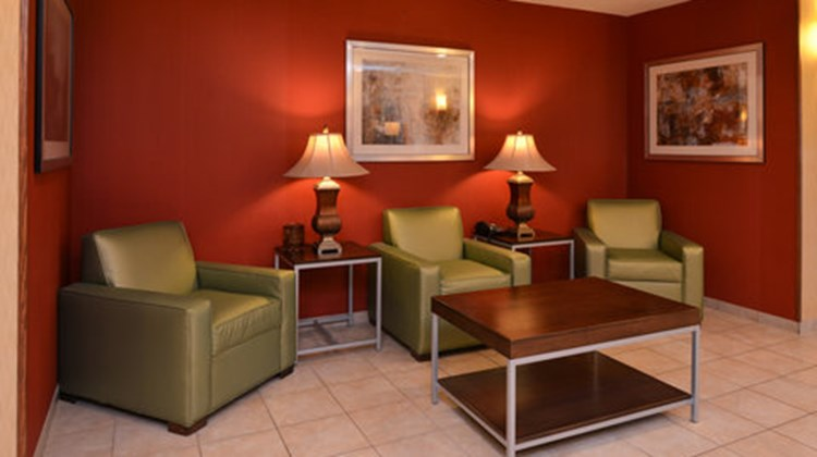 Holiday Inn Express & Suites Lancaster Lobby