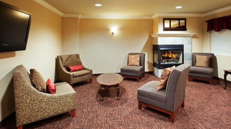 Holiday Inn Express Hotel & Suite Lobby