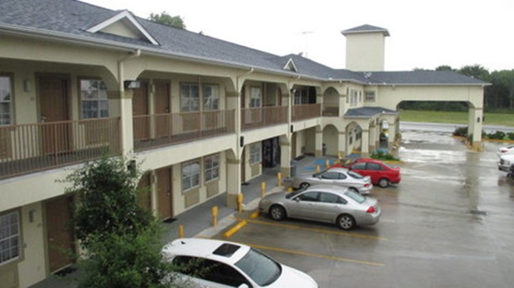 Scottish Inn & Suites Alvin Exterior