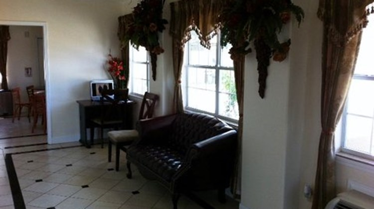 Scottish Inn & Suites Alvin Lobby