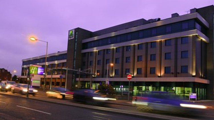 Holiday Inn Express Slough Exterior
