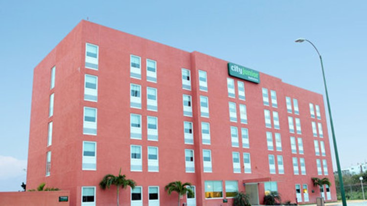 City Express Junior Cancun Exterior