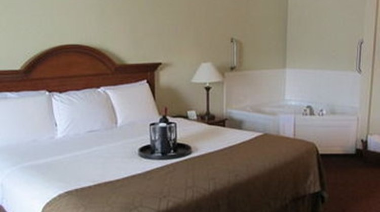 Dollinger's Inn & Suites Room