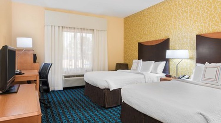 Fairfield Inn & Suites Augusta Room