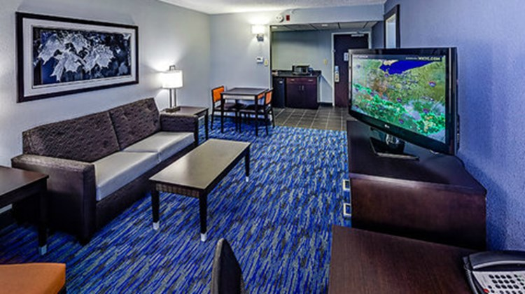 Holiday Inn Cleveland Northeast - Mentor Suite