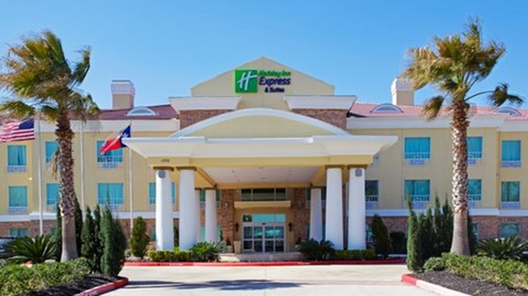 Holiday Inn Express & Suites Pearland Exterior