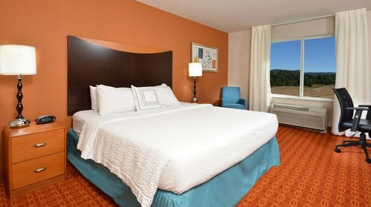 Fairfield Inn & Suites Wytheville Room