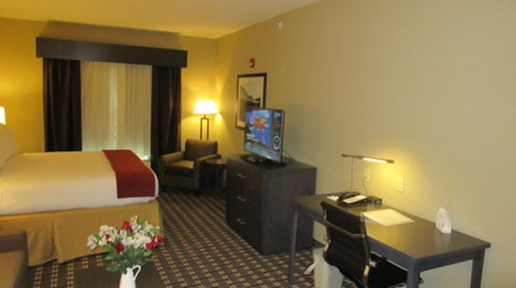 Holiday Inn Express & Suites Butler Suite