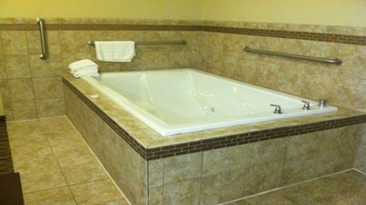 Holiday Inn Express & Suites Belle Vern Suite