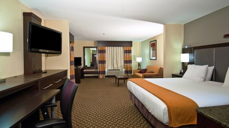 Holiday Inn Express Jackson/Pearl Arpt Suite