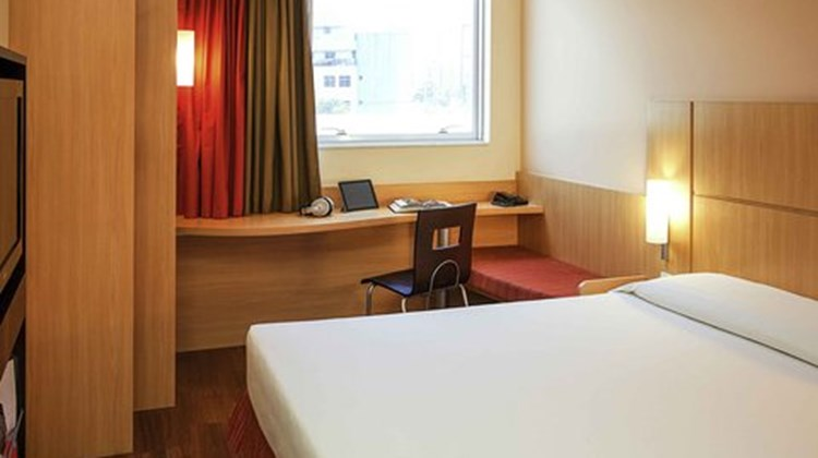 Ibis Vitoria Camburi Room