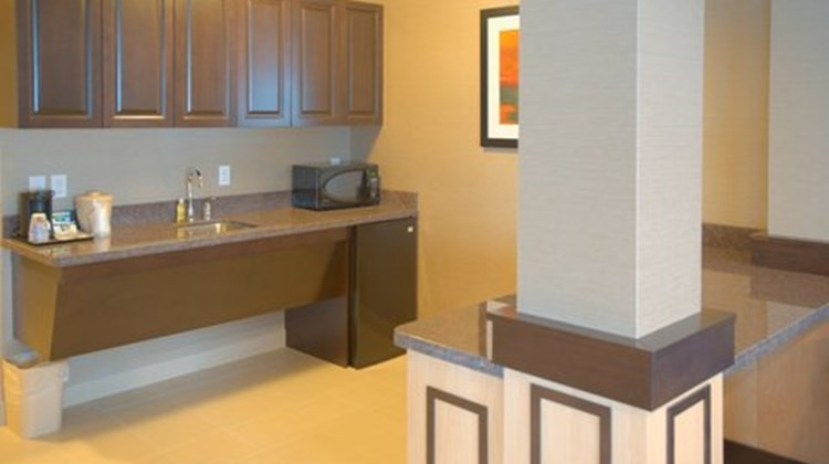 Holiday Inn Express & Stes Tacoma Dwntwn Suite