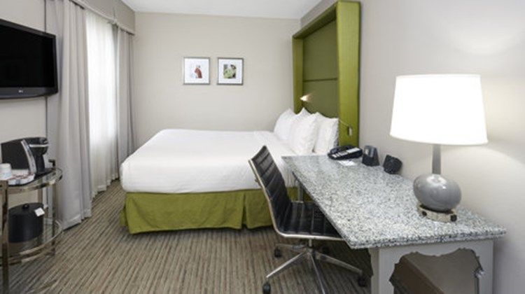 Holiday Inn Express Magnificent Mile Room