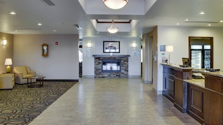 Holiday Inn Express & Suites Nevada Lobby