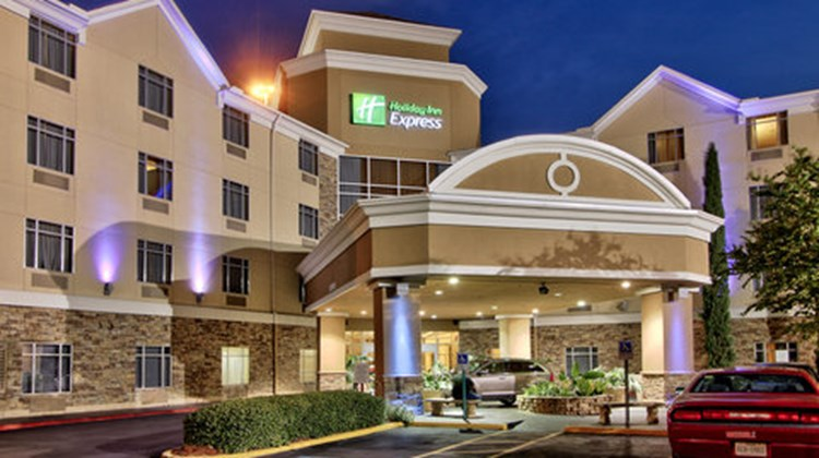 Holiday Inn Express & Stes Houston Dwtn Exterior
