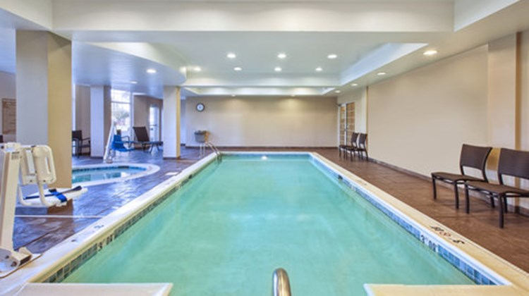 Candlewood Suites Indianapolis Airport Pool
