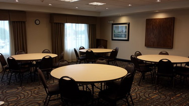 Holiday Inn Express & Suites Nevada Meeting