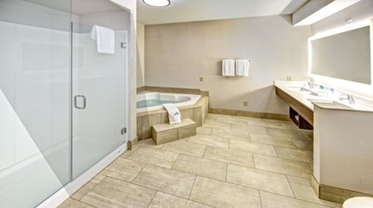 Holiday Inn Express Corsicana I-45 Suite