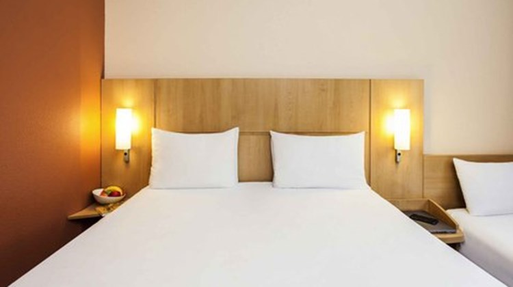 Ibis Madrid Valentin Beato Room