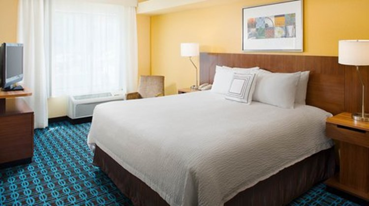 Fairfield Inn & Suites Lafayette South Room