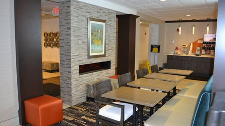 Holiday Inn Express & Suites Kent State Restaurant