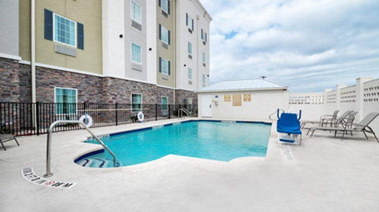 Candlewood Suites Waco Pool