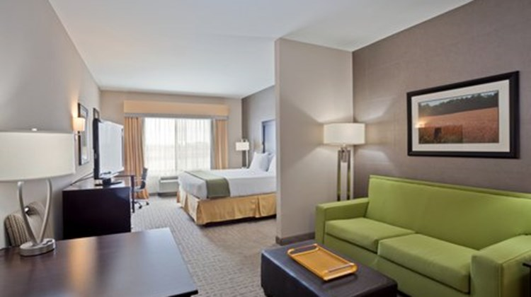 Holiday Inn Express and Suites Hays Suite
