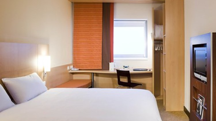 Ibis London Gatwick Airport Room
