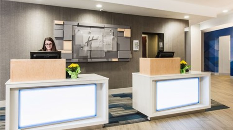 Holiday Inn Express Albany Downtown Lobby