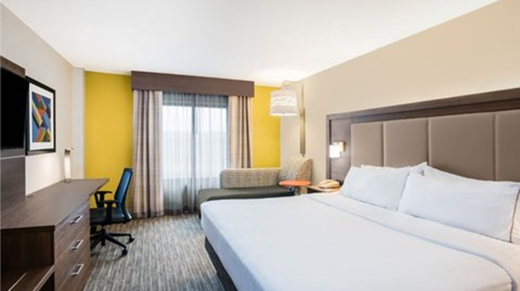 Holiday Inn Express Albany Downtown Room