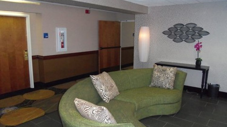 Holiday Inn Express & Suites Lobby