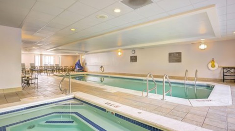 Hampton Inn Boston-Norwood Pool
